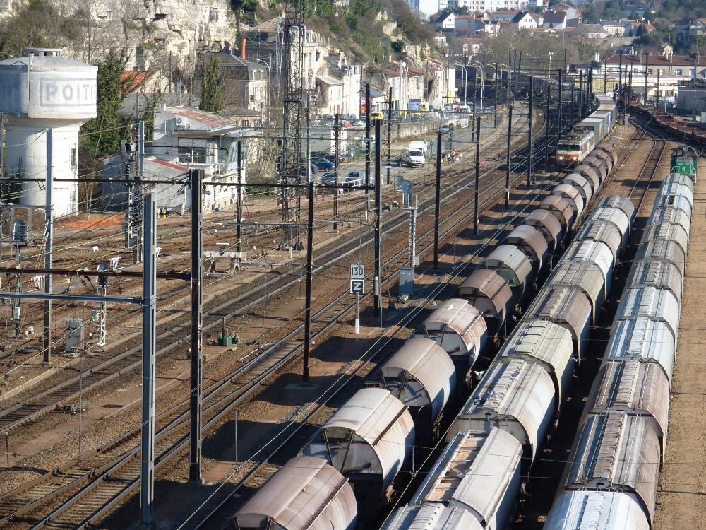 Il s'en passe des choses à la gare de Poitiers et «dans la vie des autres» !